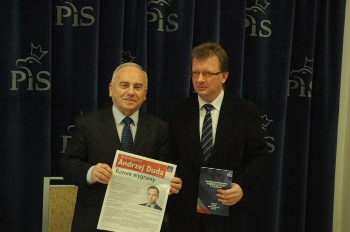 Posłowie PiS: Andrzej Szlachta (z lewej) i Piotr Babinetz