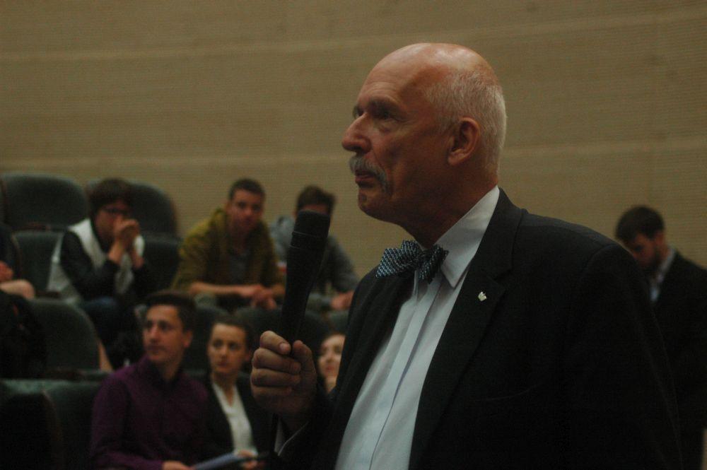 Janusz Korwin-Mikke podczas spotkania ze studentami UR