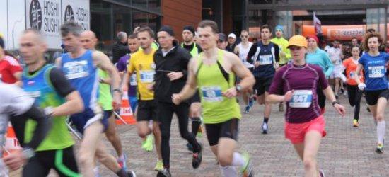 Utrudnienia w ruchu przez maraton i zmiana kursowania autobusów MPK podczas weekendu