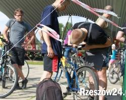 """Dziś strajk rowerzystów. Chcą jeździć po bus-pasach, ale ratusz mówi """"nie"""""""