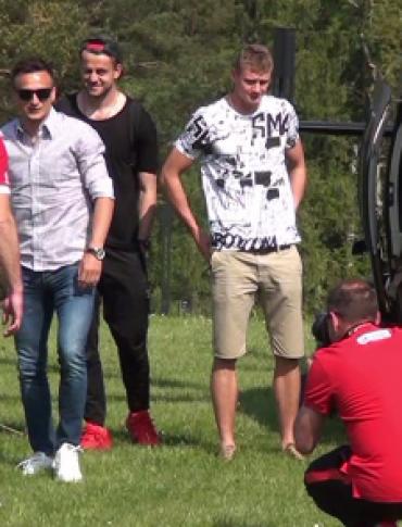 """I DZIEŃ W ARŁAMOWIE: Kadra przyleciała w Bieszczady. """"Piłkarze mają tu dosłownie wszystko"""" (FILM)"""