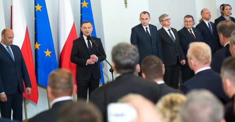 Podkarpaccy samorządowcy otrzymali od prezydenta Dudy Złote Krzyże Zasługi