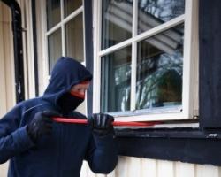 """W ciągu jednej nocy złodzieje okradli parę domów. Metoda """"na śpiocha"""""""