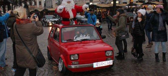 Święty Mikołaj przyjechał do Rzeszowa… maluchem! (ZDJĘCIA)