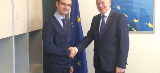Komisarz unijny vs Tomasz Poręba: Wędliny nadal będą powstawać tradycyjnie
