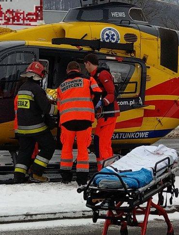 SANOK | Karambol na krzyżówce. Dziewczynkę śmigłowcem przetransportowano do szpitala (NOWE ZDJĘCIA, FILM)