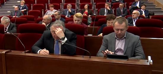 Obradował sejmik województwa. Ważne decyzje dla Podkarpacia (FILM)