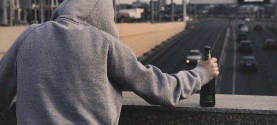 RZESZÓW: Pijany 17-latek bez prawa jazdy wiózł samochodem pijanego ojca