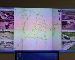 """51 skrzyżowań pod ciągłą obserwacją kamer. To oni decydują o długości """"zielonego"""""""