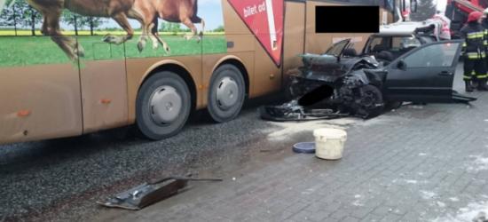 Lodowisko na rzeszowskich drogach. 14 ratowników przy zderzeniu na ul. Krakowskiej (ZDJĘCIE)