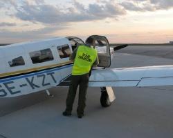 Ekskluzywna nielegalna imigracja prywatnym samolotem