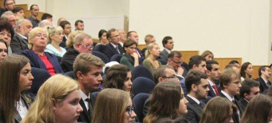Ośmiu kandydatów powalczy o funkcję rektora UR