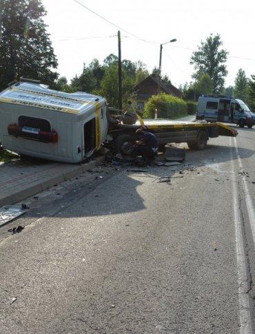 Tragiczy wypadek w Hyżnem. Kierowca BMW nie żyje, cztery osoby ranne (ZDJĘCIA)