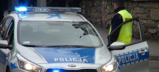 Zderzenie policji z osobówką w centrum miasta