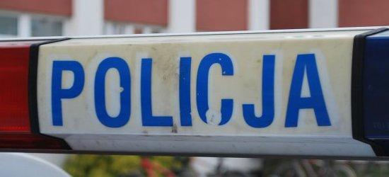 Policjant pomógł wydostać dziecko z samochodu