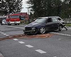 Odrobina deszczu, dwa wypadki i sześć uszkodzonych aut (ZDJĘCIA)