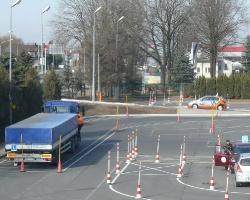 Egzaminy na prawo jazdy na autach z OSK. Żeby kursanci się nie stresowali