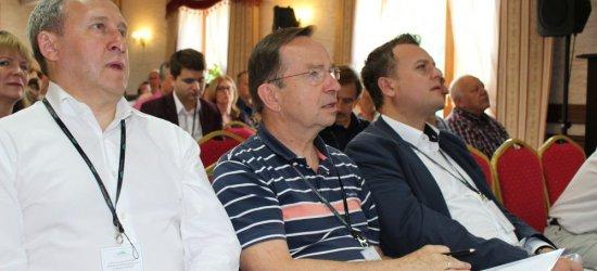 BIESZCZADY: W Smereku rozpoczęła się konferencja z cyklu Europa Karpat. Wśród gospodarzy wicemarszałek Sejmu RP (ZDJĘCIA)