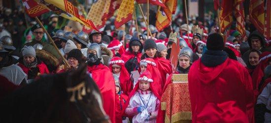 Rozśpiewane tłumy na ulicach. Mróz Trzem Królom niestraszny