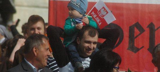 """Tysiące Rzeszowian na Marszu dla Życia i Rodziny. """"Chcemy więcej małych brzdąców"""" [DUŻO ZDJĘĆ]"""