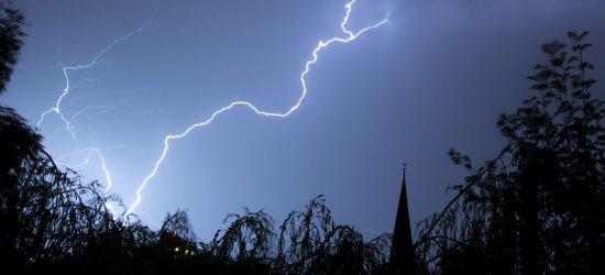 IMGW ostrzega przed kolejnym dniem burz z gradem