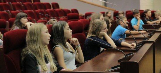 Dzieci ze wschodniej Ukrainy z wizytą w urzędzie (ZDJĘCIA)