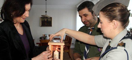 Podkarpaccy harcerze przekazali na ręce Ewy Leniart Betlejemskie Światło Pokoju (ZDJĘCIA)