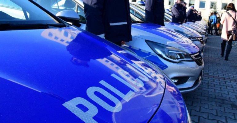 Policja zdemaskowała kibica wnoszącego pirotechnikę na stadion (ZDJĘCIA)