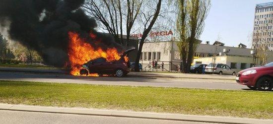 RZESZÓW: Na al. Rejtana w Rzeszowie zapalił się mercedes (ZDJĘCIA, FILM)