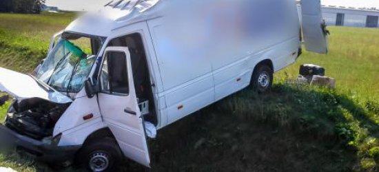 Wypadek samochodu dostawczego w Jasionce